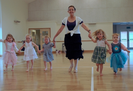 http://webworkshosting.co.uk/blog/dianagriffithsschoolofdance/upload/Cathy-s-little-dancers%5B1%5D.jpg